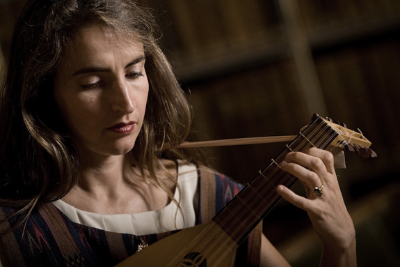 Claudia Caffagni of the medieval music ensemble laReverdie playing the medieval lute.